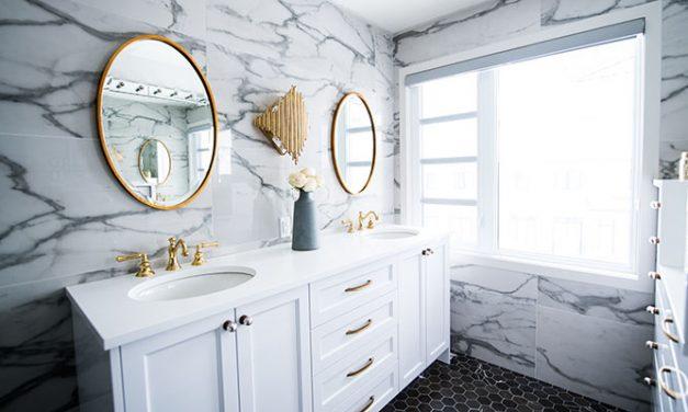 Reformar el baño: hacerlo por tu cuenta o contratar a un profesional